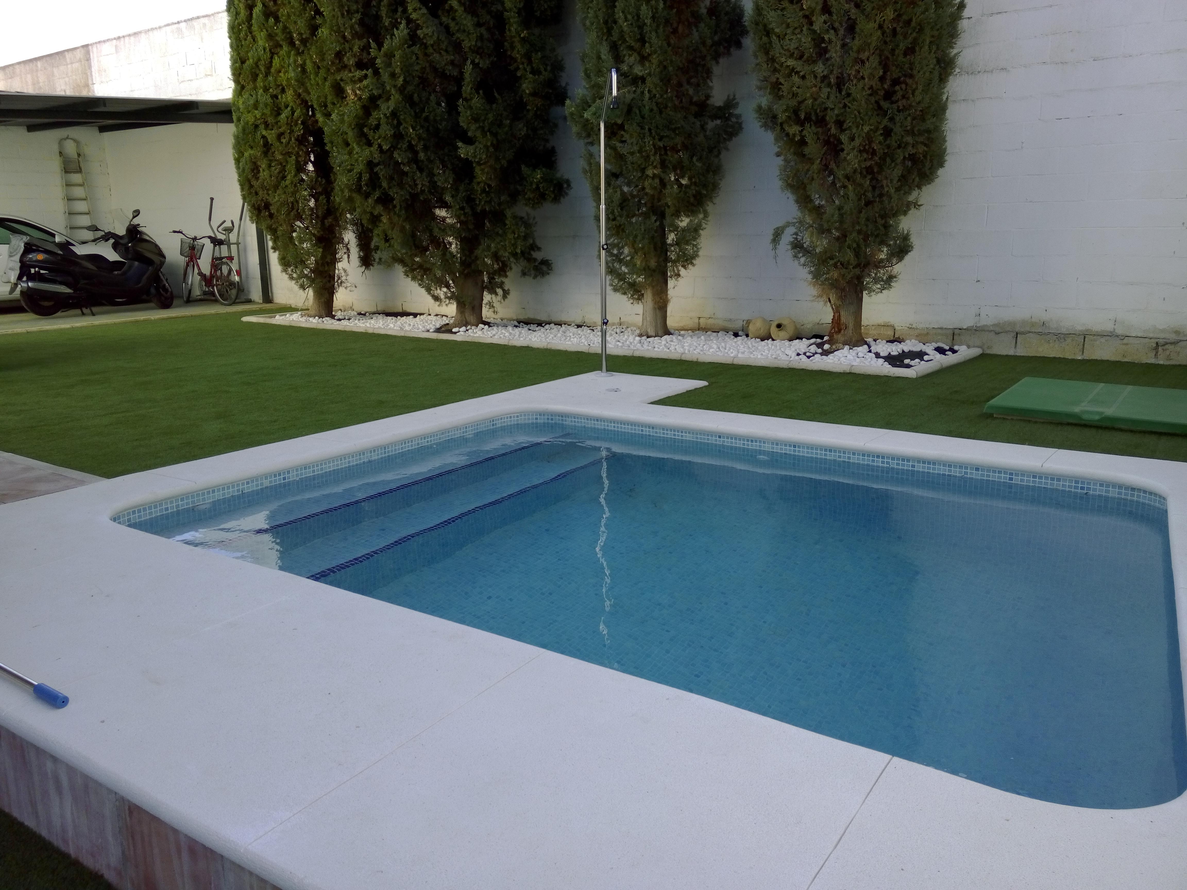 Piscinas privadas construcci n de piscinas for Piscina privada para dos
